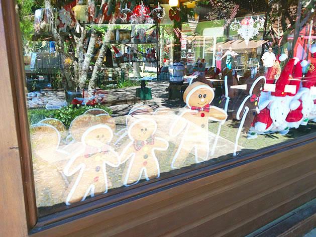 Vitrine da loja de souvenirs de Natal, na Praça Major Nicoletti.