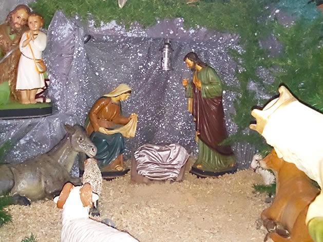 Presépio da Igreja Matriz São Pedro. O menino Jesus é colocado apenas no dia de Natal.