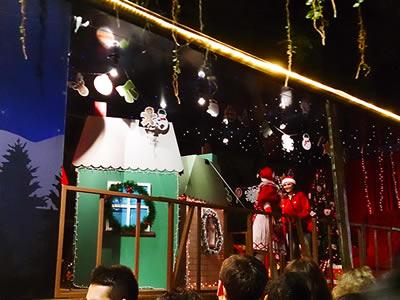 Caminhão onde o Papai Noel recebeu as crianças