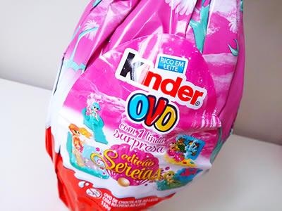 Adesivo da embalagem do Kinder Ovo, que mostra as opções de sereias.